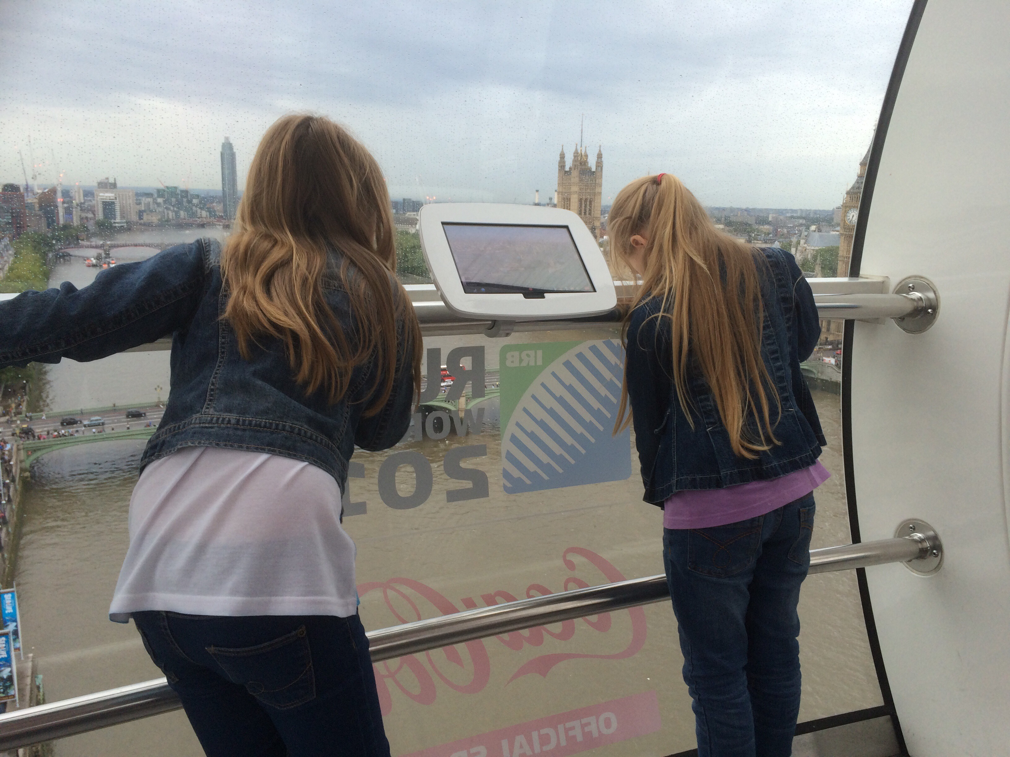 Girls on The London Eye